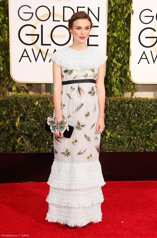 Keira Knightley-t valaminek biztosan öltöztették a Golden Globe-ra, de vajon mi lehetett az?
