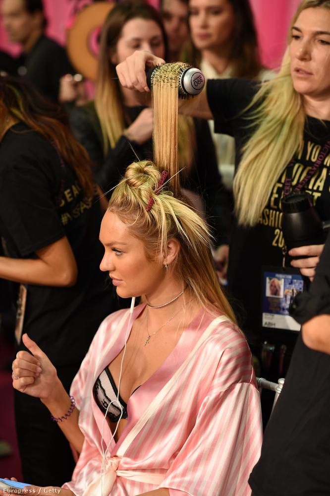 Candice Swanepoel haja készül.