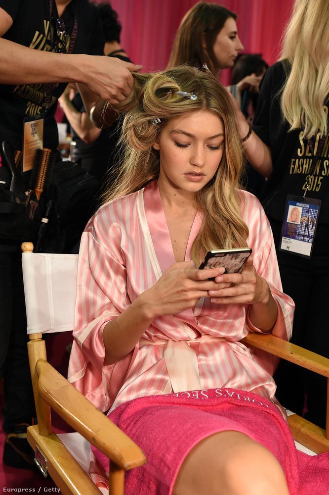 November 10-én, vagyis ma veszik fel a Victoria's Secret bugyigyár évi rendes divatbemutatóját, úgyhogy a modellek már túl vannak a haj-és sminkbeállításon