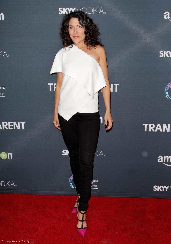 Lisa Edelstein színésznőt az Amazon Transparent című sorozatának premierjén fotózták le (új évad indult) november 9-én,