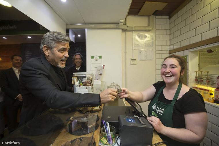A Social Bite személyzete egykori hajléktalanokból áll, és a kávézó bevételét most is jótékonysági célra fordítják.