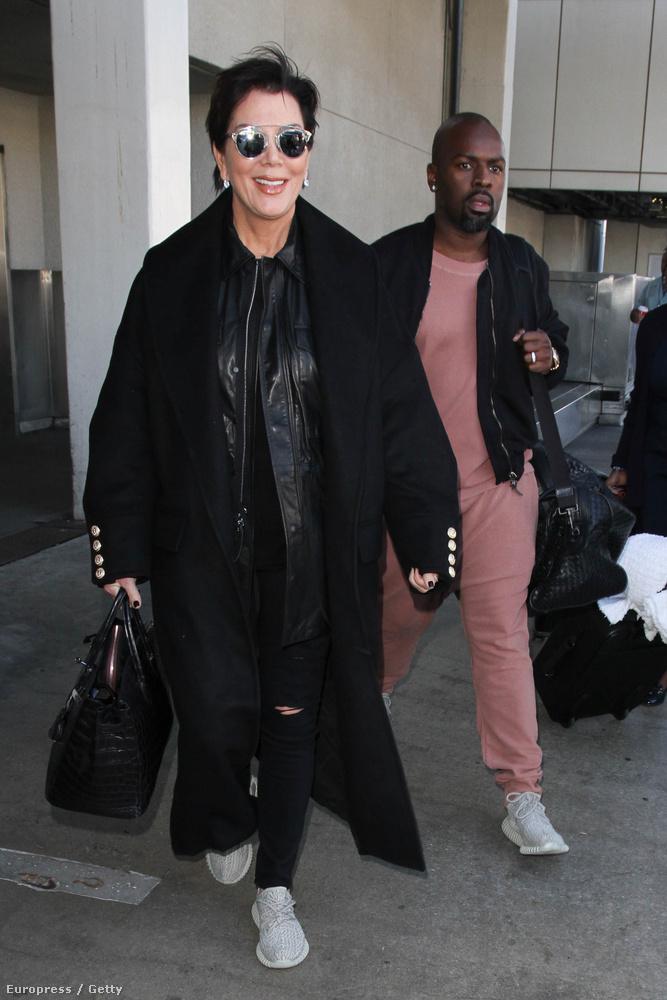 Corey Gamble valamiért úgy érezte, a legalkalmasabb öltözet egy repülőútra ez a hússzínű akármi.