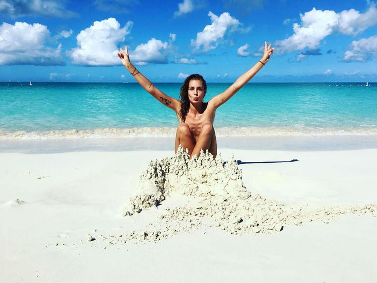Csak ilyen homokvárral kitakarós képek maradhatnak fent