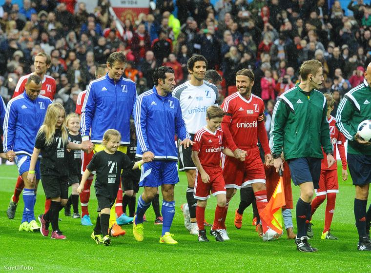 David Beckham egy UNICEF jótékonysági meccsre vitte el szűkebb családját, ami ez esetben Cruz, Romeo és Harper Beckhamet jelenti.