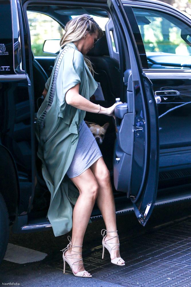 Ugyanis mutatunk pár képet Chrissy Teigen modellről, aki egy szép nő,