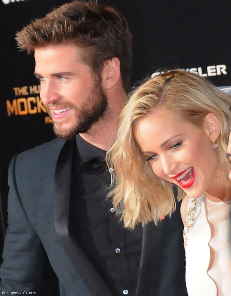 Hemsworth és Lawrence is.