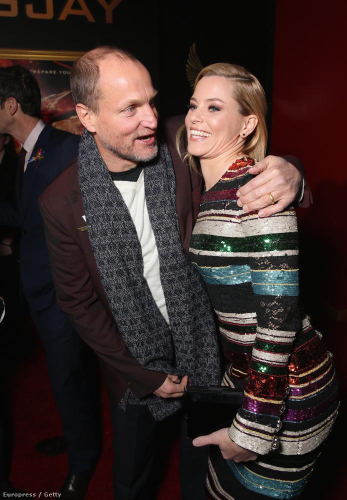 Egy kicsit térjünk ki Woody Harrelsonra (Haymitch) és Elizabeth Banksre (Effie), akiket a sorozat rajongóin felül jelen sorok szerzője is rendkívül kedvel, és nagyon reméli, hogy összejönnek az utolsó részben.