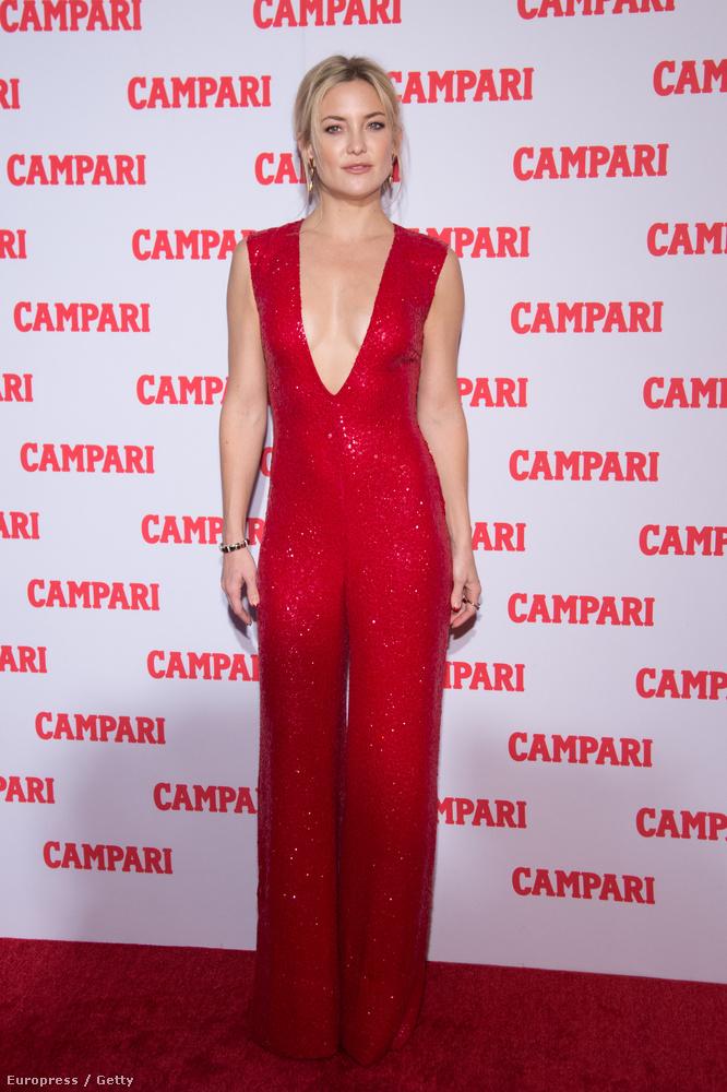 Kate Hudson nem véletlenül áll a Campari fal előtt, a színésznő lesz a márka 2016-os naptárának arca