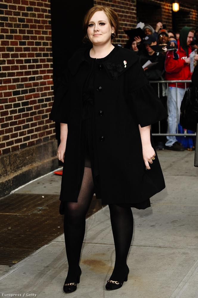 ...de persze a fekete eleganciája nem feledhető.