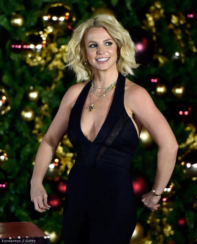 Az énekesnő biztosan sokat gyúr mostanában, bár bizonyára nem kellett komoly erőt kifejtenie ahhoz, hogy ünnepélyes keretek között bekapcsolja karácsonyi fényeket Las Vegasban
