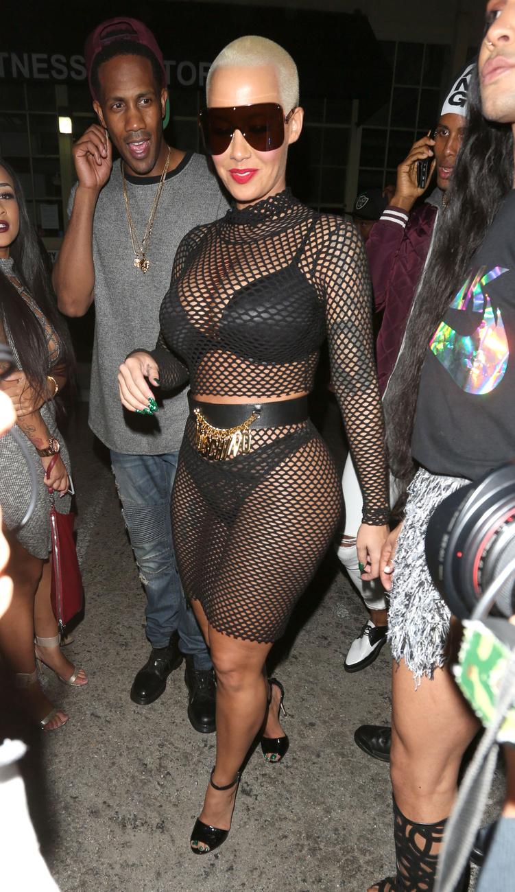 Ugorjunk is Kardashian ősellenségére, Amber Rose-ra, aki szépen csendben lépettexe, Kanye West feleségének tyúkszemére
