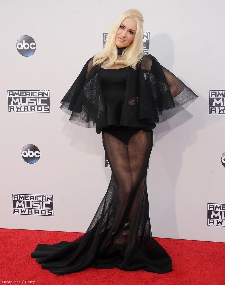 Amikor megláttuk Gwen Stefaniről az American Music Awardson készült képeket, hirtelen azt hittük, Rita Orát nézzük.