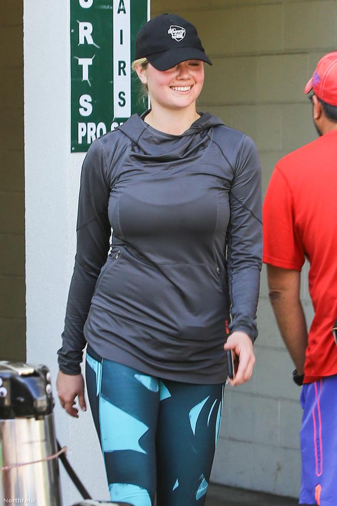 Bár nem gondoltuk volna, hogy Kate Upton kapcsán teniszlabdák is szóba jönnek, a dús idomú modell most épp ezzel a sporttal tartja karban testét.