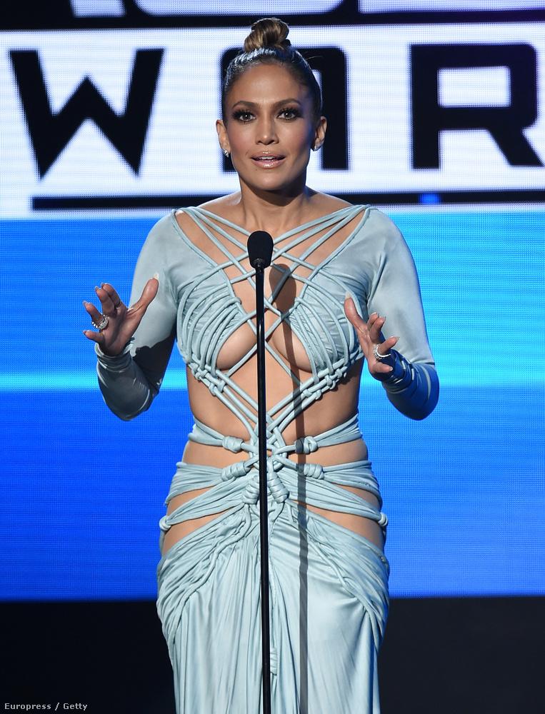 Ahogy már említettük, Jennifer Lopez az American Music Awardson sok mindenét megmutatta