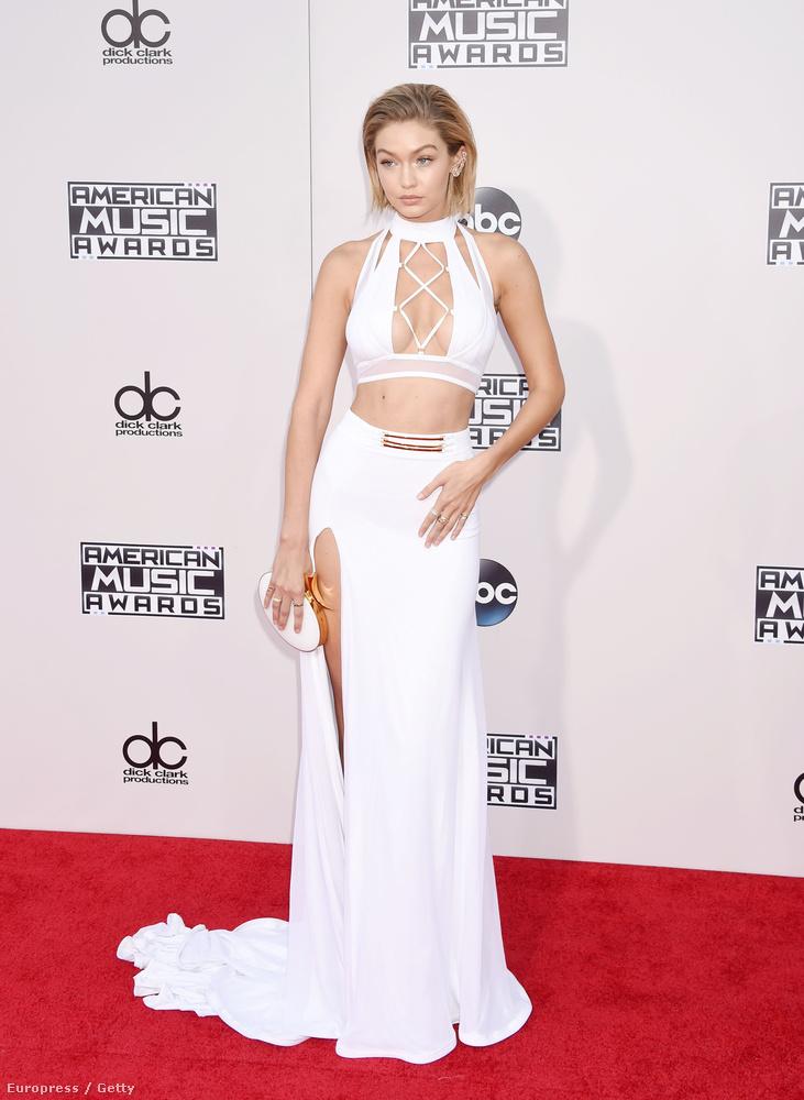 Amint azt Jennifer Lawrence-től is tudjuk, a fekete és fehér ruhák mennek mostanában a legjobban