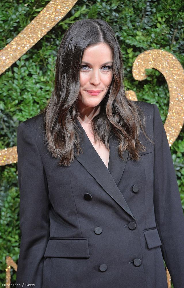 Liv Tyler színésznő is ott volt a British Fashion Awardson múlt éjjel, ezért bárki meggyőződhetett róla,