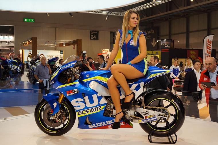 A képen egy Suzuki GSX-RR MotoGP versenymotort rejtettünk el
