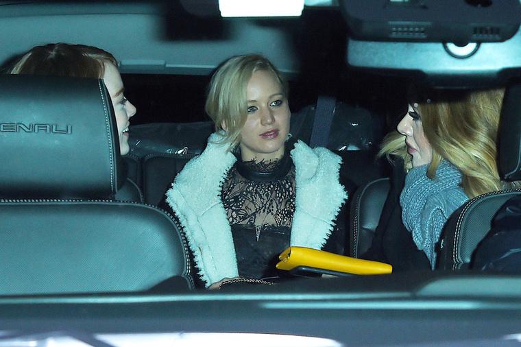 Történt egy ilyen csodálatos  este is, mikor Jennifer Lawrence, Emma Stone és Adele vacsorázni mentek <3