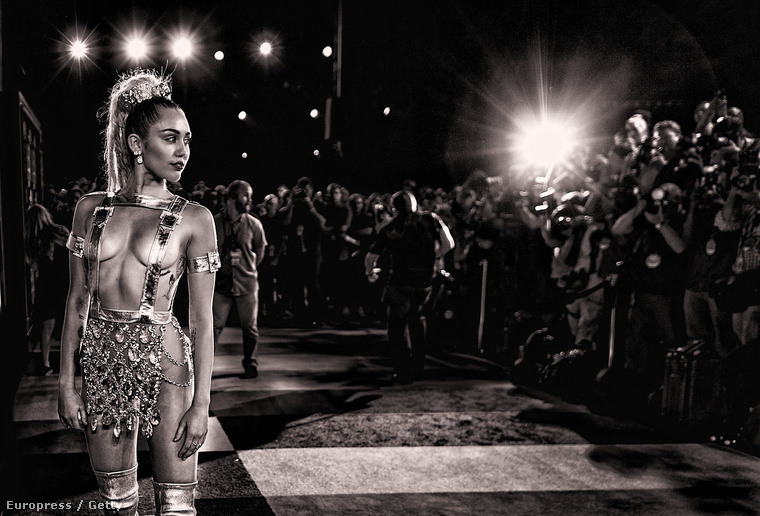Miley Cyrus az MTV VMA-n 2015 agusztusában