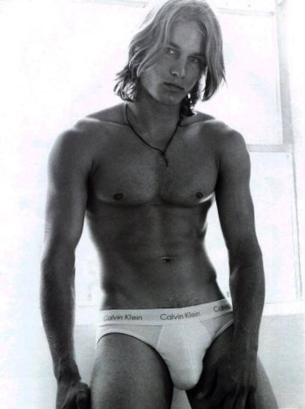...az egyik leghíresebb Calvin Klein-modell