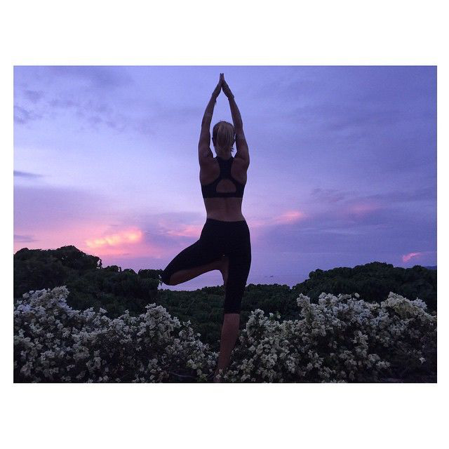 Huntington-Whiteley egyébként nem csak pilatesre és kondizni jár, de jógázik is
