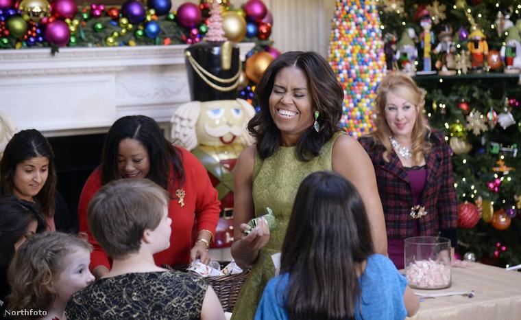 Obamáné ezen a napon, amelyről képeket láthattak, beszédet tartott