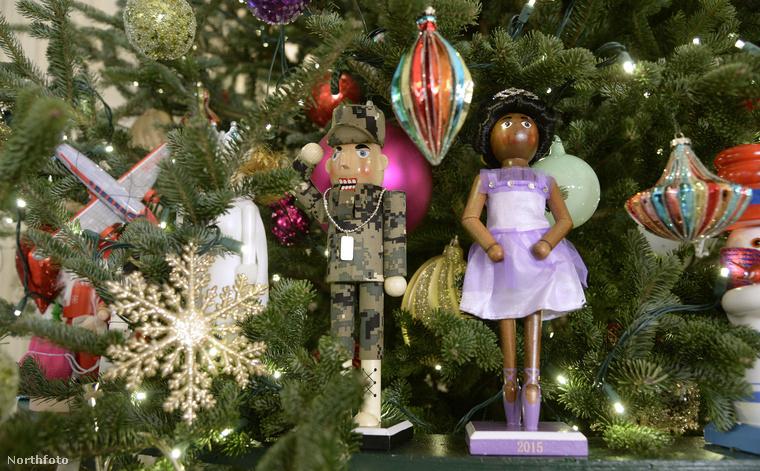 Karácsonyig szinte folyamatosan fogadnak vendégeket, a díszes külsőségek nekik is szólnak