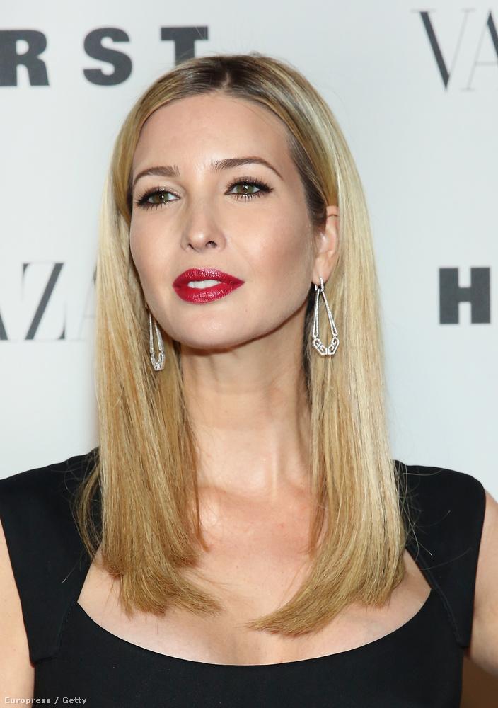 Ő maga pedig egy kissé Lisa Kudrow-ra emlékeztet, Phoebe-re, a Jóbarátokból.