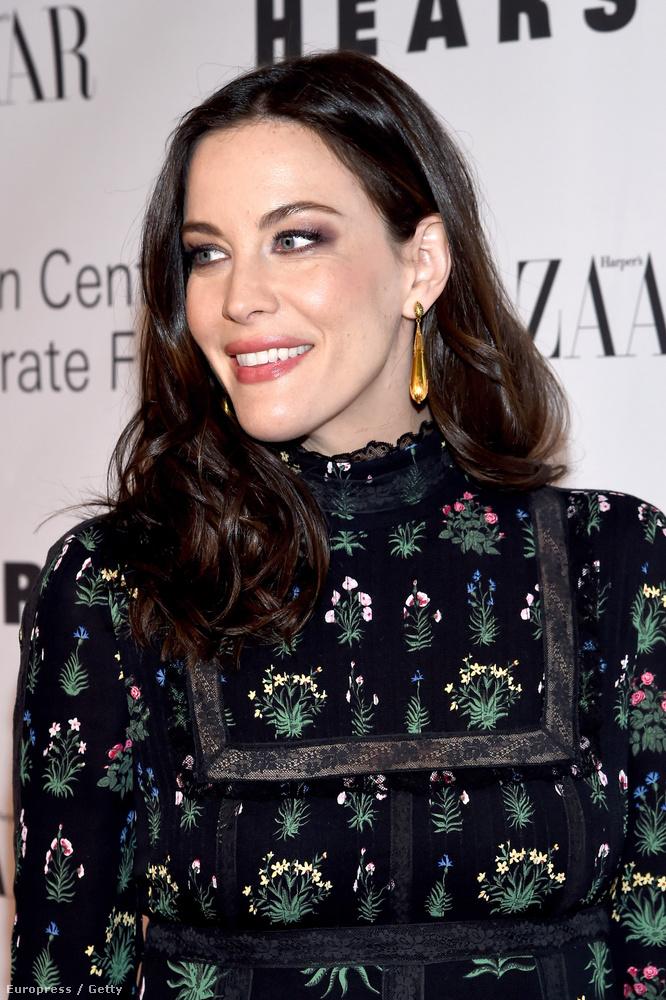 A színésznő nemrég óta jár hivatalosan is jegyben David Gardnerrel, aki kisebbik fia (Sailor) apja,