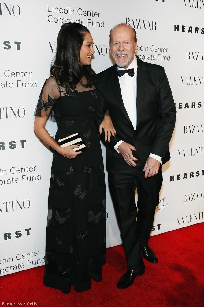 Hát Bruce Willis, és felesége, Emma Heming-Willis.