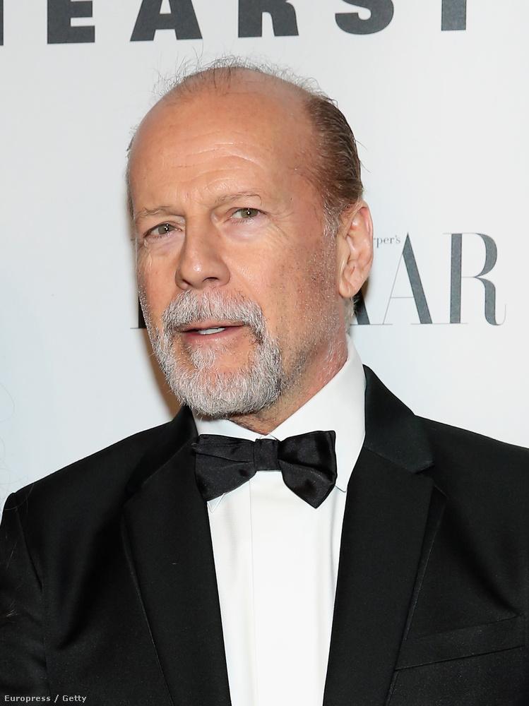 Willis szakálla alaposan kifehéredett.
