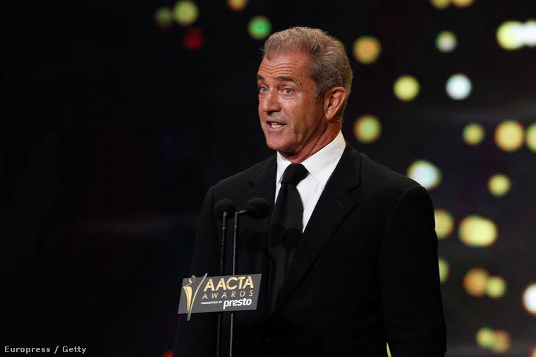 Mel Gibson a sydney-i AACTA díjátadón a szokásosnál furcsábban, az egészségesnél narancssárgábban jelent meg.