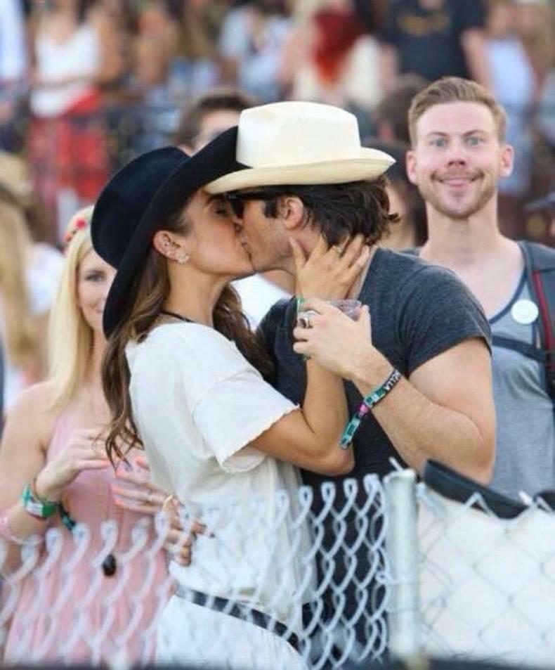 A Reddit egyik felhasználója Ian Somerhalder és Nikki Reed csókját igyekezett emlékezetesebbé tenni, ami egyébként sikerült is neki.
