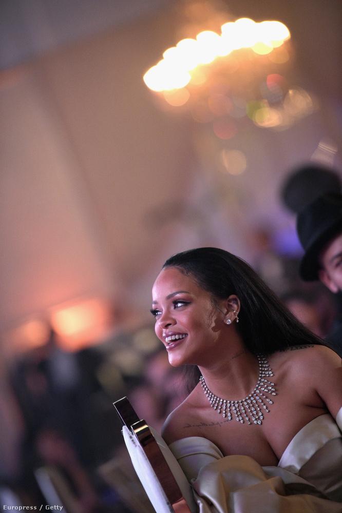 Már második alkalommal rendezték meg a Diamond bált, Rihanna az esemény házigazdája, az ő alapítványának gyűjtöttek