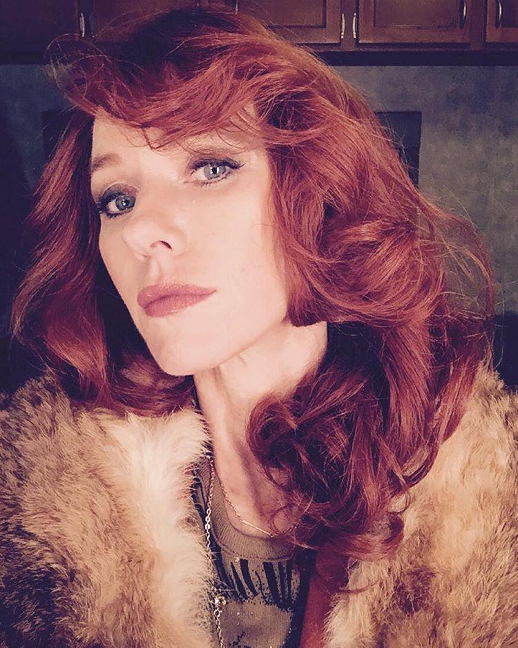 Hát ő Naomi Watts színésznő, akit legutóbb egy szerep kedvéért ilyen vörösnek láttunk.