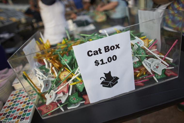 Macskás ajándékokat is lehet venni.