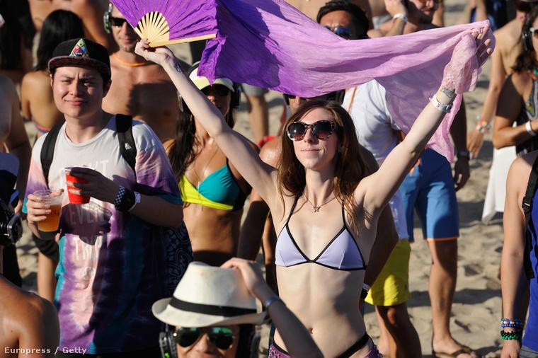 A bikinis bulizásra való képesség egyébként valószínűleg a napsugárzással épül be a helyi lakosok szervezetébe