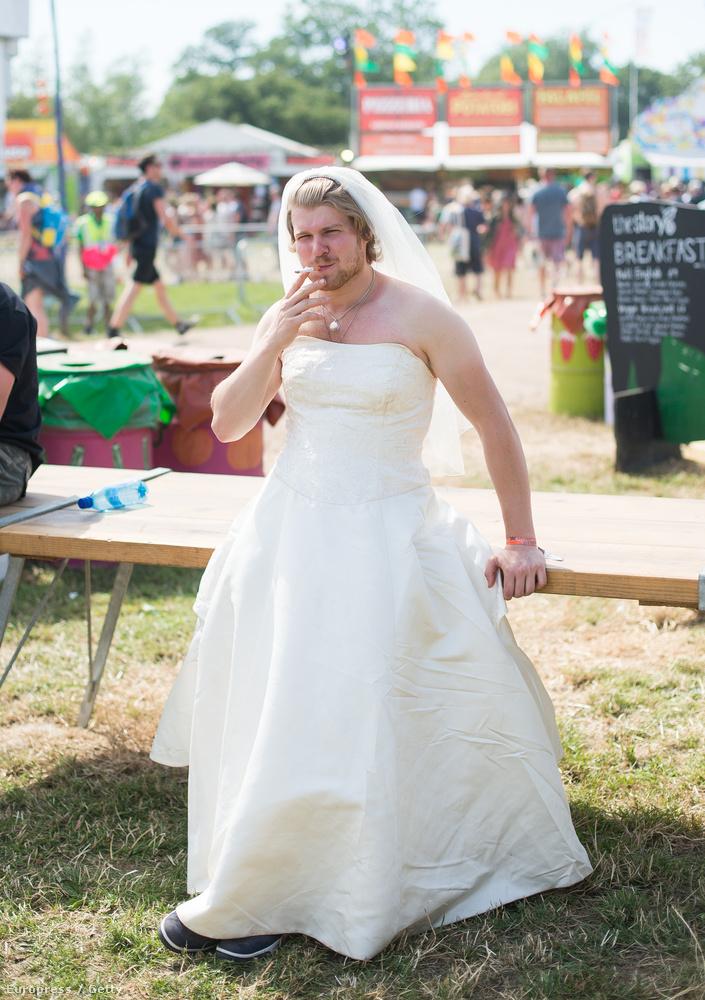 Például ilyen szép menyasszonyokat.