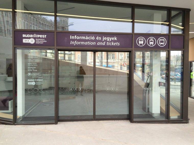 Ez itt a leendő ügyfélközpont bejárata
