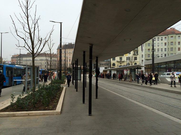 A 4-6 vágányai a metróépülethez közelebb épültek újjá