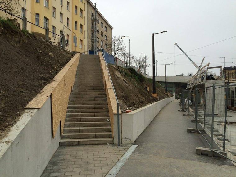 Megépült a vérmező úti lépcső is, ami egy teljesen új kapuja a térnek.