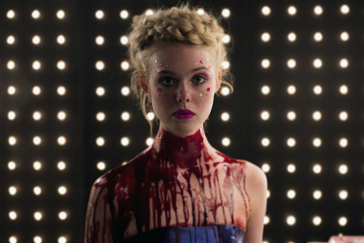 Elle Fanning csupa vér lesz az újNicolas Winding Refn-filmben, a Neon démonban
