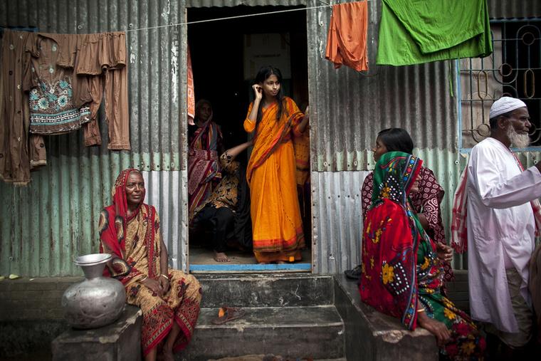 Fájdalom, de a sok mell, fenék, buli, és nevetséges jelenségek közé egyetlen igazán fontos történet jutott a top20-ba: a bangladesi gyereklányok esküvőjének fotóriportja.