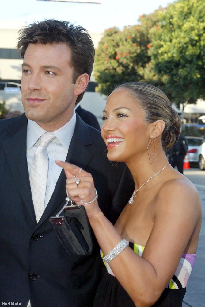 6Nem tudjuk, mit szólt Jennifer Garner a 4,5 karátos gyémántjához annak fényében, hogy férjének korábbi nője, Jennifer Lopez előtte egy 6 karátos gyémántot kapott Ben Afflecktől