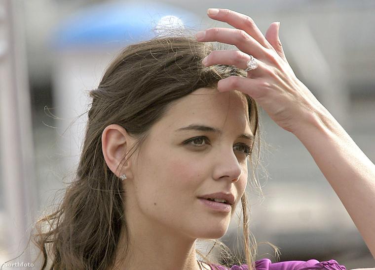 5Többek között ezt az egy gramm súlyú gyémánttal díszített gyűrűt kapta Katie Holmes 2005-ben azért, hogy igent mondott Tom Cruise házassági ajánlatára