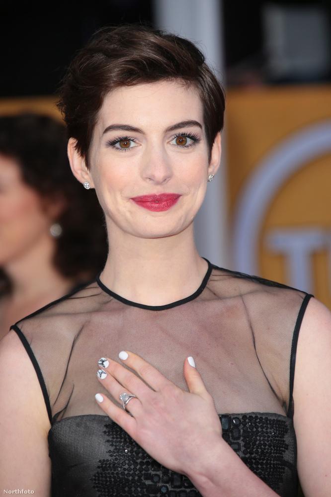 6És Anne Hathawayéknek is bejött a hat karát, a színésznő szintén 2011-ben ment férjhez és jelenleg éppen babát vár