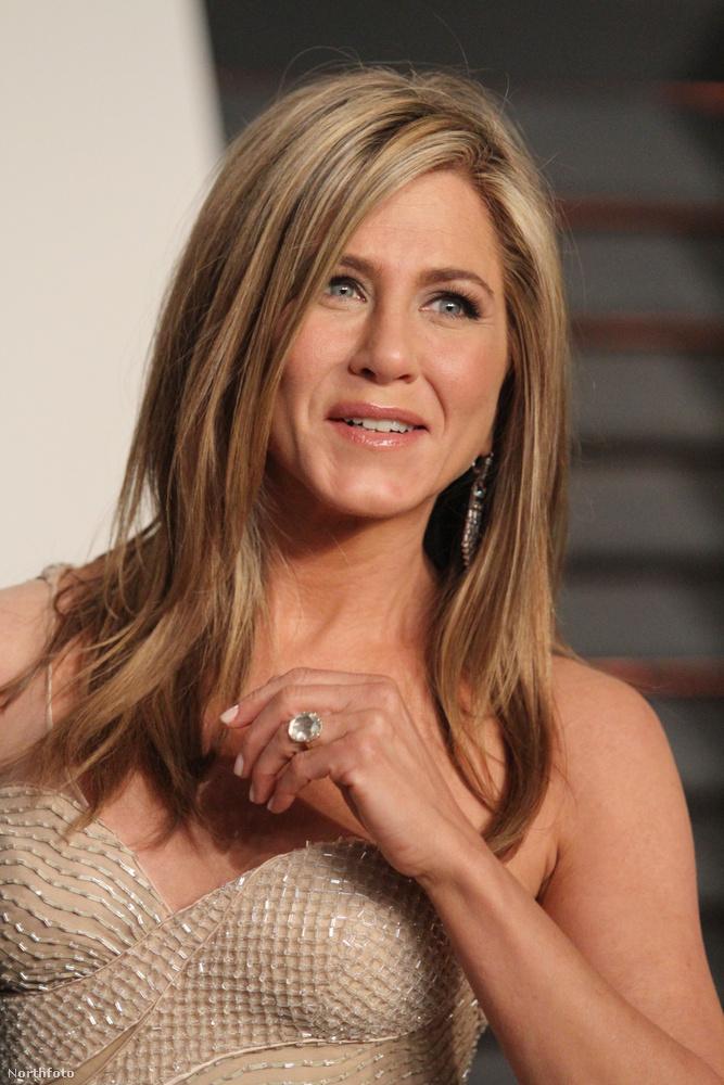 10Attól kezdve, hogy Brad Pitt elhagyta, Jennifer Anistonnál a pasizás/házasság kérdése mindig is nagyon kényes volt, vagy legalábbis a sajtó nagyon felfújta a témát