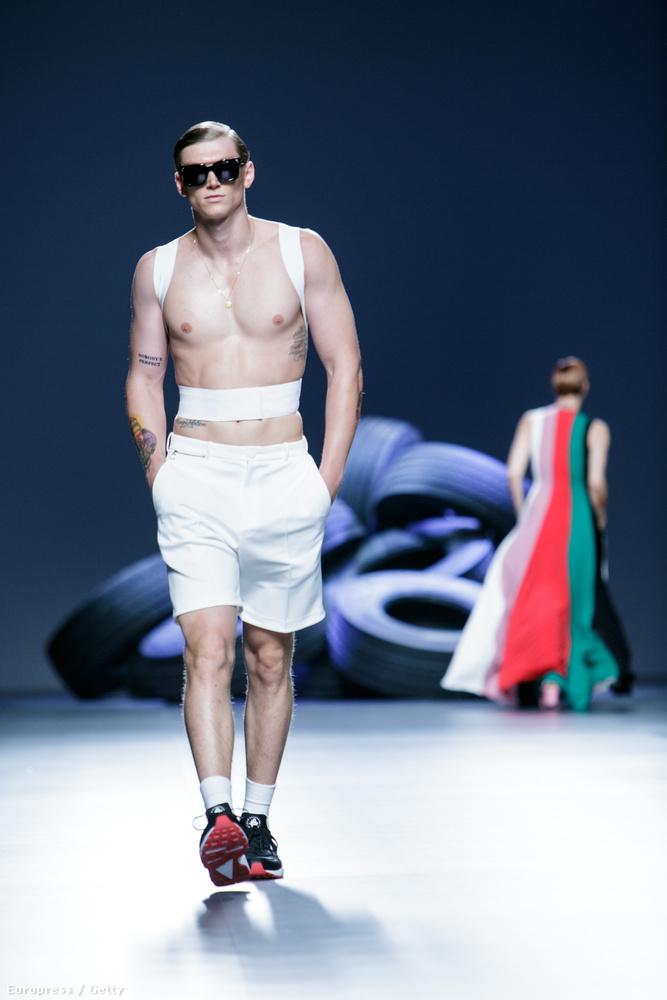 És még egy modell még egy divathétről, ez madridi és szeptemberben volt, a tervező neve David Delfin