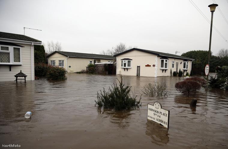 De a házakat is elvitte az özönvíz