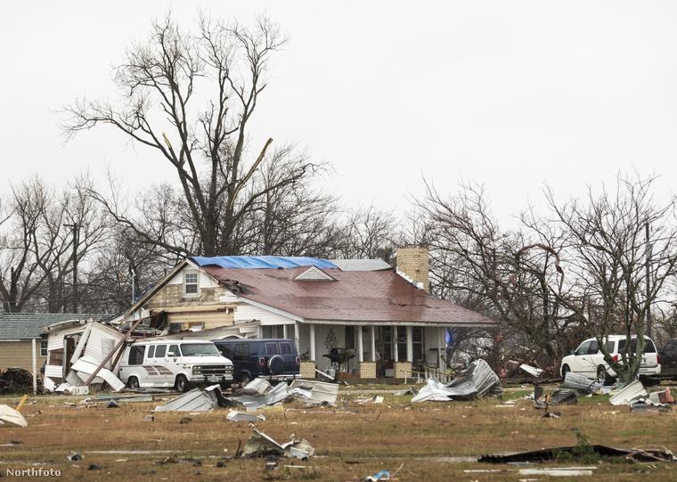 Észak-Angliát özönvíz árasztotta el, Texasban pedig a tornádó csapott le az elmúlt napokban